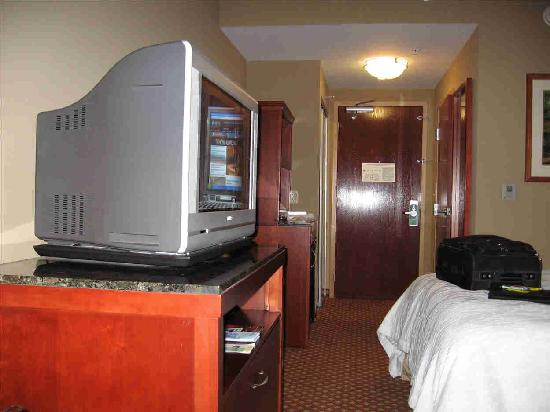 Hilton Garden Inn Tampa Northwest / Oldsmar : Very Narrow Room