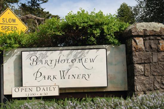 Bartholomew Park Winery: Sign at the entrance to the winery