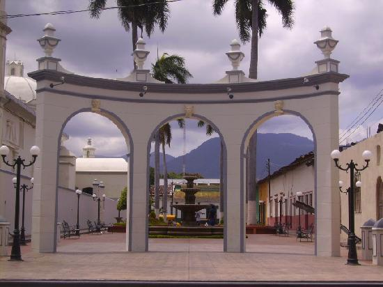 Ahuachapan, El Salvador: Little monument