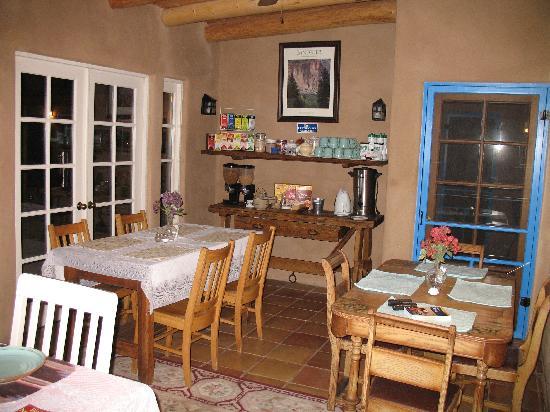 Casa Escondida Bed & Breakfast: Breakfast Room