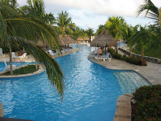 Iberostar Paraiso Beach: fantastically large pool
