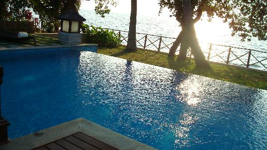 The Zuri Kumarakom: Sunset Time in my private pool