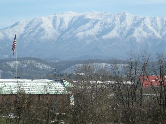 The Inn at Christmas Place: View of Smokies from our room