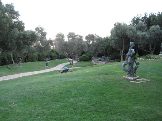 ‪חיפה, ישראל: Overview of Sculptures Garden‬