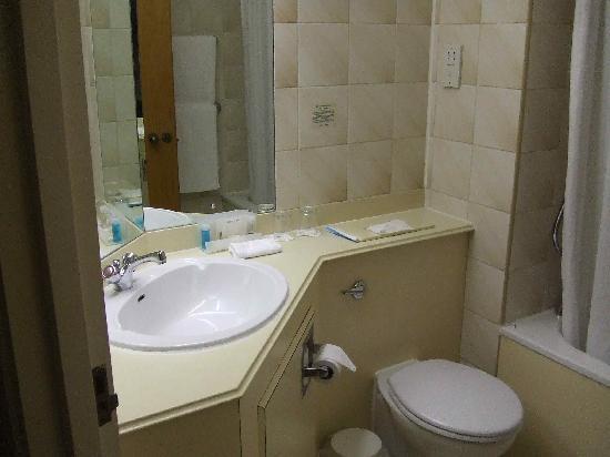 Holiday Inn Warrington: Bathroom
