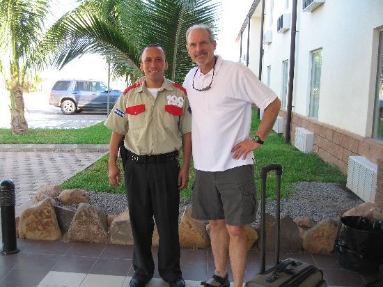 La Union, El Salvador: The security guard talks Gorrobo