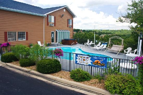 Scenic Hills Inn: outside pool