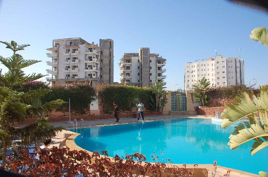 Residence INTOURISTE Aparthotel: The pool with a view of surrounding area