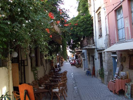 Alexandros Beach Hotel: typically quiet street