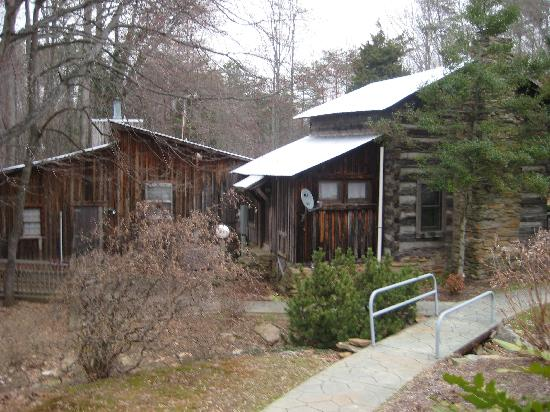 Pilot Knob Inn: A picture of the outside of the suites