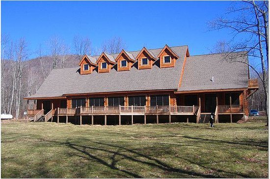 Monterville, WV: Broadwater Lodge - Back