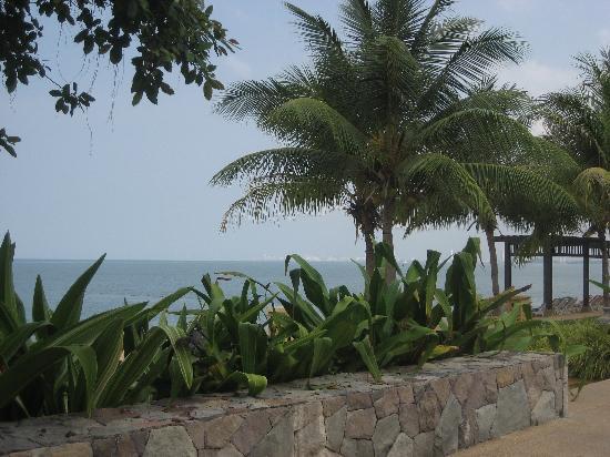 Sea Sand Sun Resort And Villas: Private Beach