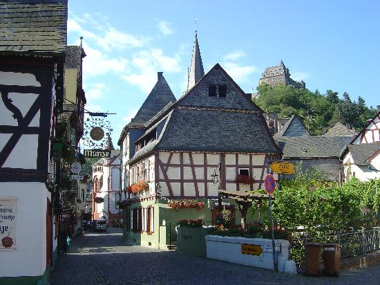 Jugendherberge Burg Stahleck: Thw town with the castle in the background