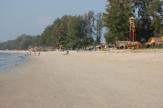 Sunwing Bangtao Beach: the beach right outside the hotel