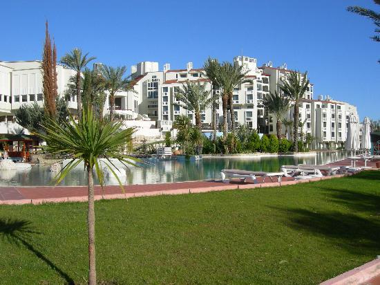 SENTIDO Perissia: Hotel across the Main Pool