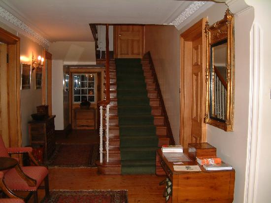 Kinkell House Bed & Breakfast: Entrance Hall