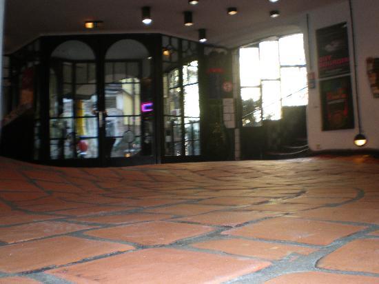 Kunsthaus Wien : Il pavimento
