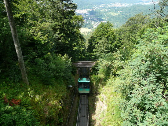 Baden-Baden, Jerman: Funicular climbing the Merkur mountain