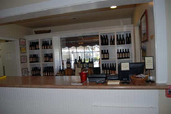 Blackstone Winery : Tasting Bar at Blackstone