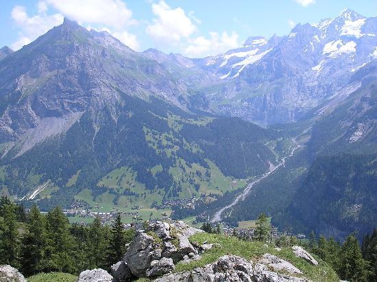 Alpina Hotel: looking down onto kabdersteg