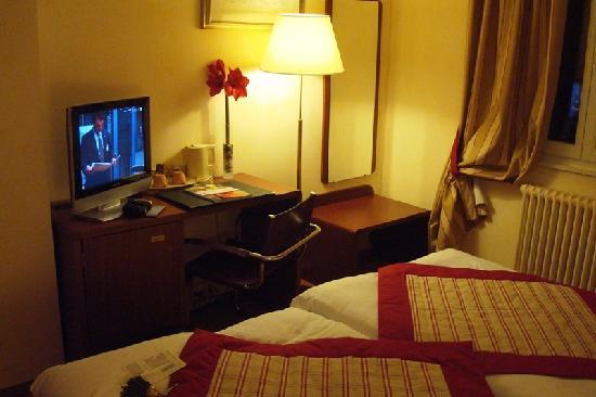 Hotel de la Nouvelle Couronne: Room - Workspace