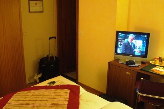 Hotel de la Nouvelle Couronne: Room - Entry