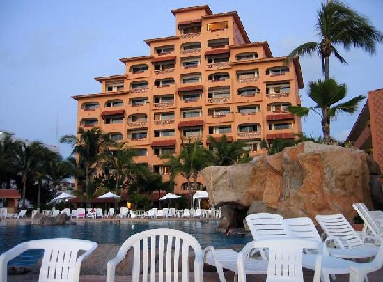 Costa de Oro Beach Hotel: main hotel building - one of three.