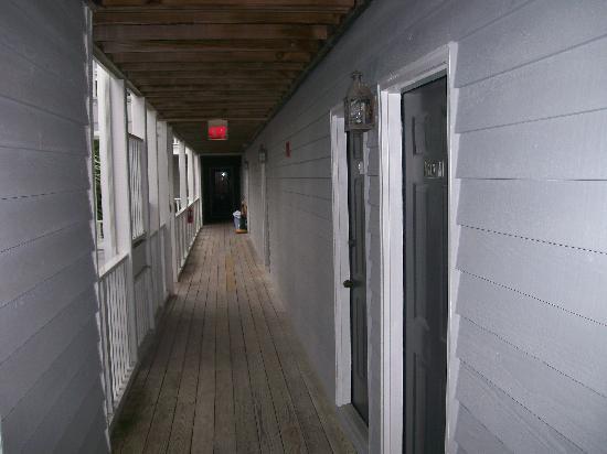 Beaufort Inn: exterior