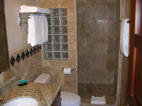 Infinity Bay Spa and Beach Resort: infinity bay bath