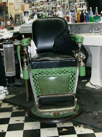 Floyd's City Barbershop : The Chair