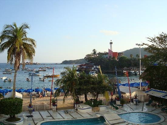 Hotel Acamar Acapulco A View Of The Pool In