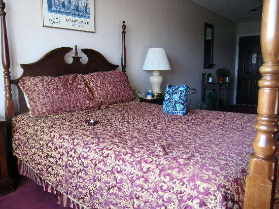 The Lucerne Inn: The beds, that you will sleep uncomfortably in.