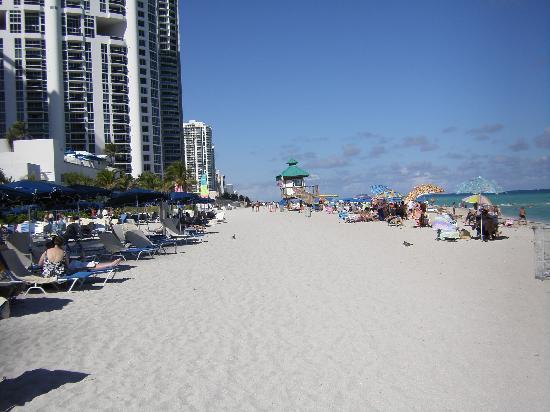 Golden Strand Ocean Villa Resort: Beach View