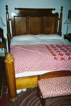Augustus T. Zevely Inn: comfortable bed