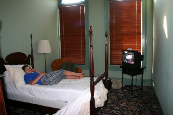 The Weinhard Hotel: Attached bedroom with 2 twin beds