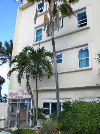 Atlantic Beach Hotel: front of hotel