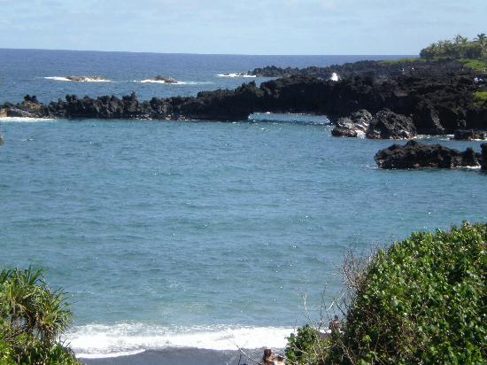 Wai'anapanapa State Park: Rock formations at the beach