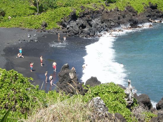 Wai'anapanapa State Park: Black Sand Beach