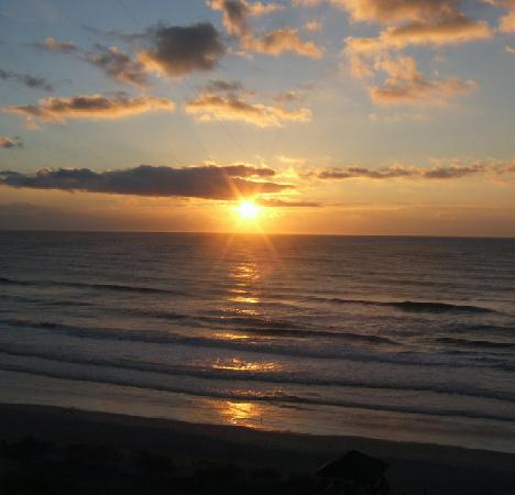 Holiday Inn Resort Wrightsville Beach : Sunrise from our room...