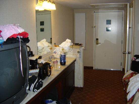 La Quinta Inn & Suites Anaheim Disneyland: excuse the mess this is the entry