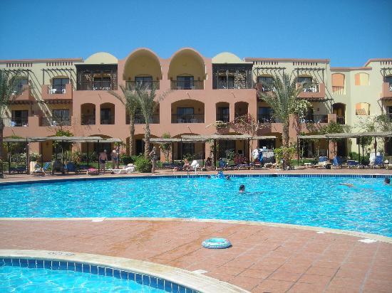 Jaz Makadi Saraya Resort: View of some of the rooms and pool