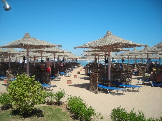 Jaz Makadi Saraya Resort: Beach area 5-minute walk away