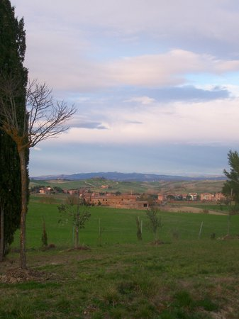 Monteroni d'Arbia, Italia: View from the gardens