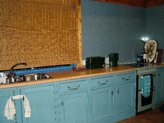 Loch Ness Log Cabins: The kitchen