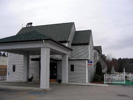 Quality Inn : The outside of Comfort Inn in Marlborough