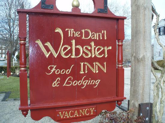 Dan'l Webster Inn & Spa: Sign in front of the Inn