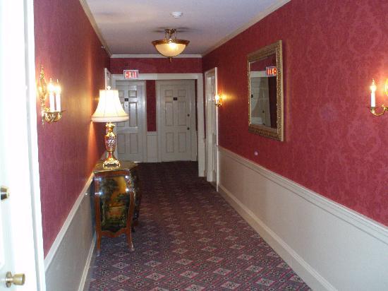 Dan'l Webster Inn & Spa: Hallway