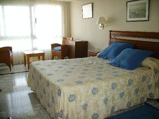 Hotel Avenida : La chambre