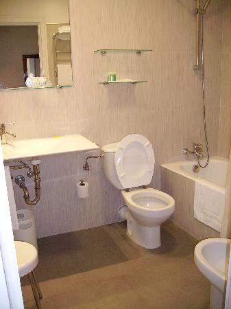 Hotel Avenida : La salle de bain