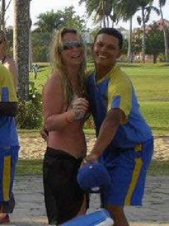 Occidental Caribbean Village Playa Dorada : Entertainer - Rafy teaching me to dance